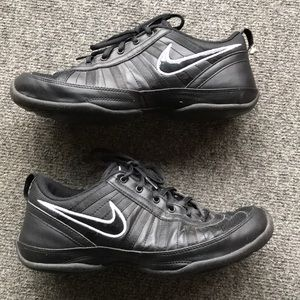 Nike black white leather non marking sneaker